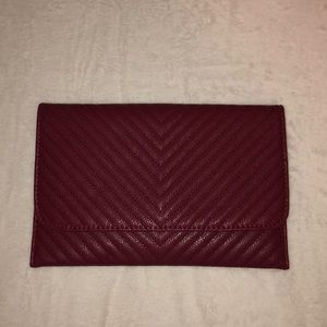 Clutch with removable chain